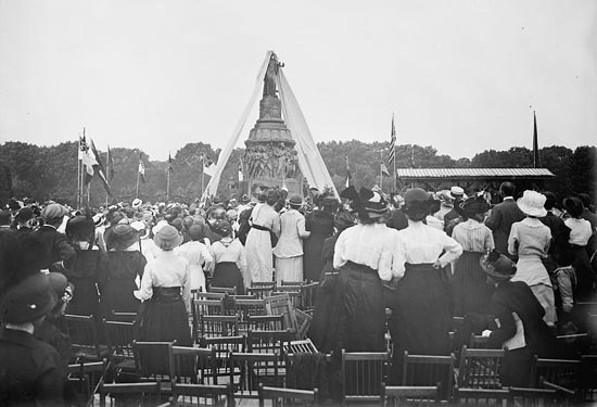 In June 1914, thousands celebrated the unveiling of a special memorial at Arlington Cemetery. (Photo source: Library of Congress)