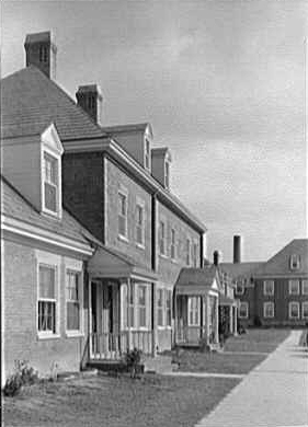 Close-up of Fairlington homes surrounding courtyard soon after construction in the early 1940s. (Source: Library of Congress)