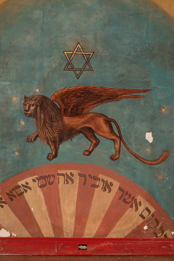 Remnant of mural with added lion. Image by Patricia Fisher, Fisher Photography, 2014.