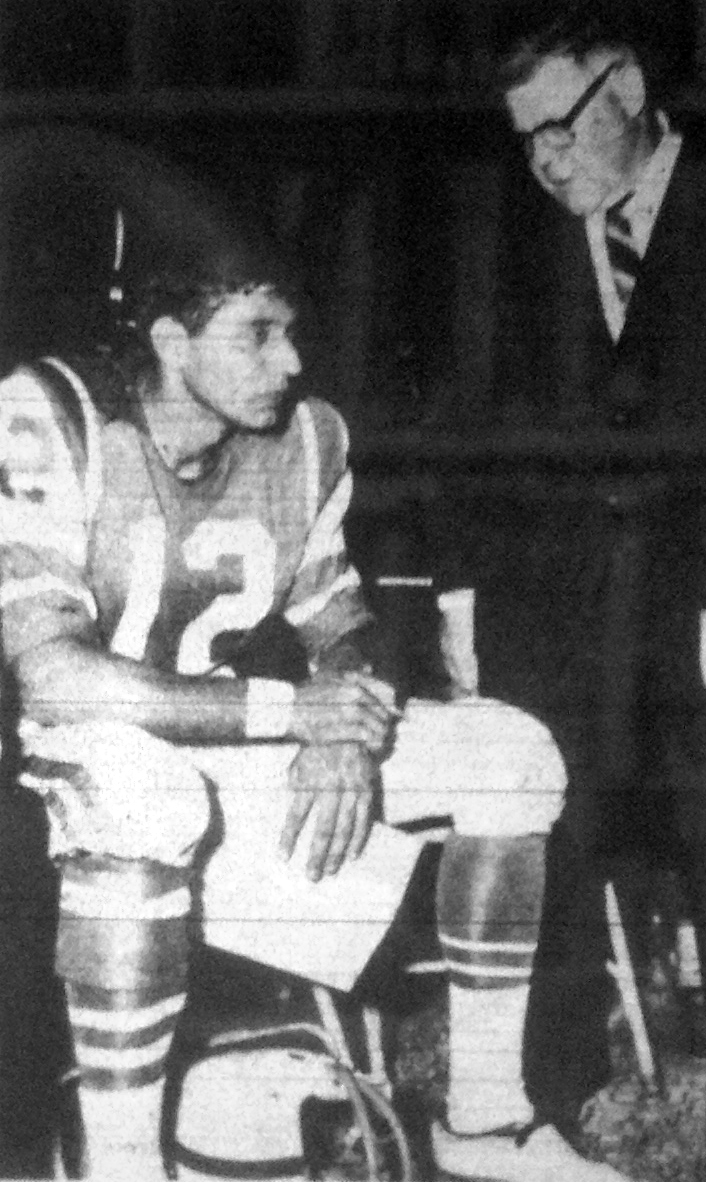 Joe Namath talks with Jets coach Weeb Ewbank during Namath's professional debut, August 7, 1965. (Source: Alexandria Gazette)