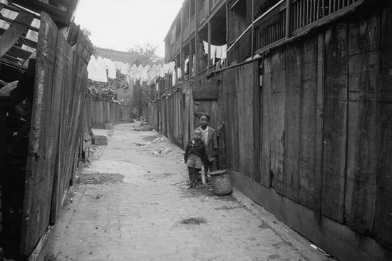 Two African American children in DC alley in 1930s. (Photo source: Library of Congress.)