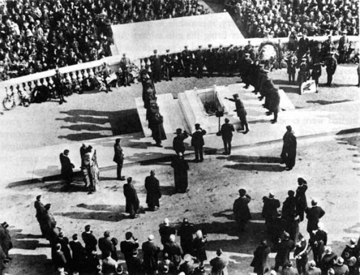 Burial of unknown soldier at Arlington National Cemetery, November 11, 1921. (Source: U.S. Army)