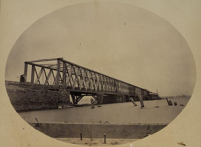 Long Bridge c.1861-1865 (Credit: Library of Congress)