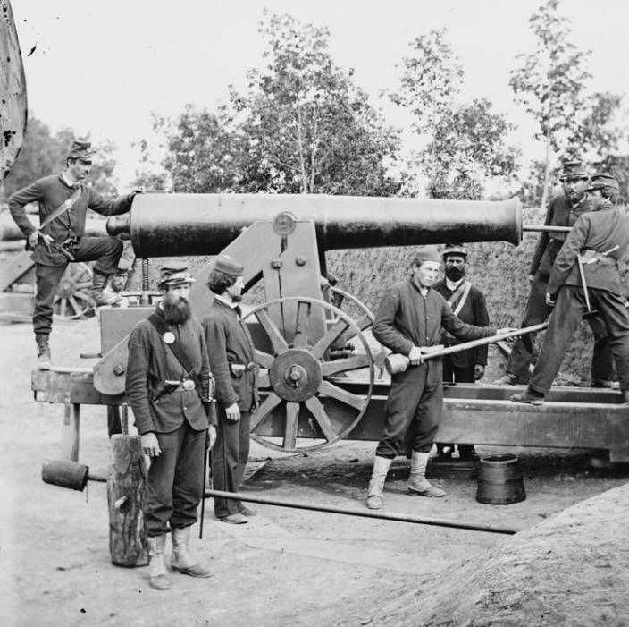 Ciivl War guns at Fort Woodbury. (Source: Library of Coungress)