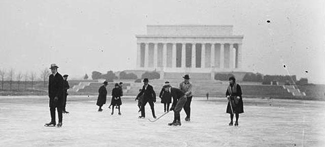 Ice skating on the Reflecting Pool in January 1922. (Image source: Library of Congress)