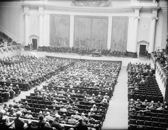 Interior of DAR Constitution Hall, 1931 (Photo Source: Library of Congress, Prints & Photographs Division, photograph by Harris & Ewing, [LC-DIG-hec-36394])