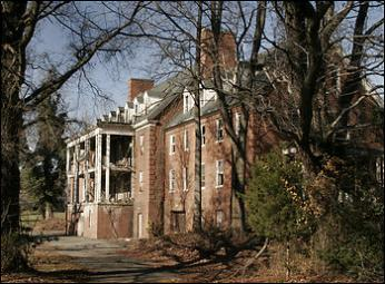 "Now abandoned, Glenn Dale Hospital and Sanatorium was Washington's response to its Tuberculosis problem in the 1930s. (Photo source: Wikipedia)"",""width"":""350"