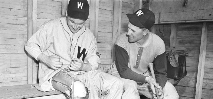 Bert Shepard (left) and Washington Senators manager Ossie Bluege. (AP Photo)