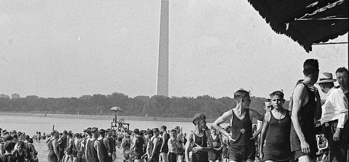 Swimmers of all ages enjoy the Tidal Basin Bathing Beach in 1922. (Photo source: Library of Congress)