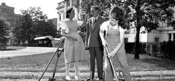 Diana Hopkins hoes her victory garden at the White House as her parents look on. (Source: AP)