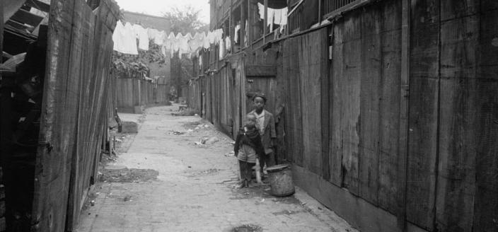 Two African American children in Washington, D.C. alley (Photo source: Library of Congress)