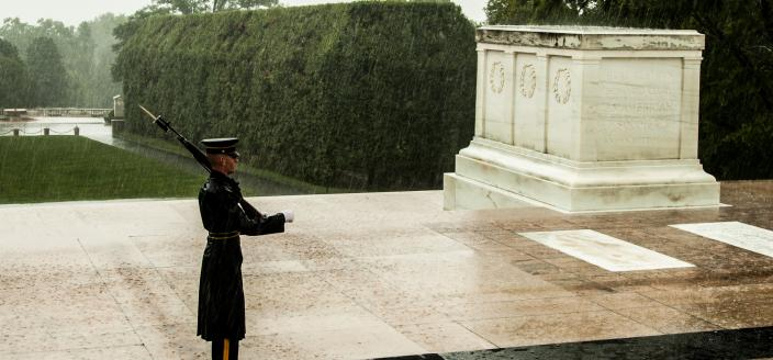 Sentinels guard the Tomb at all times, and in all weather conditions. (Source: Flickr Creative Commons)