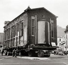 Adas Israel Synagogue building on moving truck, December 18, 1969. (Photo source: Wikipedia)