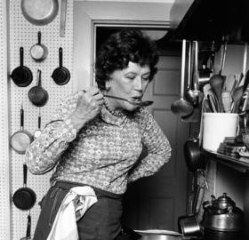 Julia Child in her kitchen in Cambridge, MA,1978. (Credit: By Lynn Gilbert (Own work) [CC BY-SA 4.0 (http://creativecommons.org/licenses/by-sa/4.0)], via Wikimedia Commons)