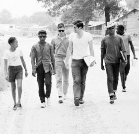 Freedom Summer volunteers and locals canvassing. (Credit: Courtesy of Ted Polumbaum provided courtesy of Newseum)