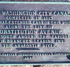Plaque describing defunct Washington City Canal. (Photo by Matthew Bisanz used via GNU Free Documentation License)